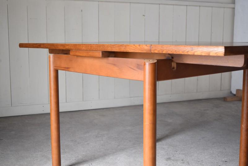 天板を出した状態の縁,ヴィンテージ,カリモク,karimoku,テーブル,ダイニングテーブル,エクステンションテーブル