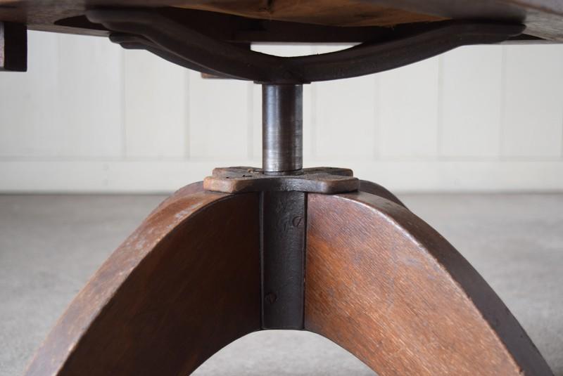 低い状態が一番安定しています,アンティーク,ヴィンテージ,チェア,椅子,回転椅子,郵便局,木製