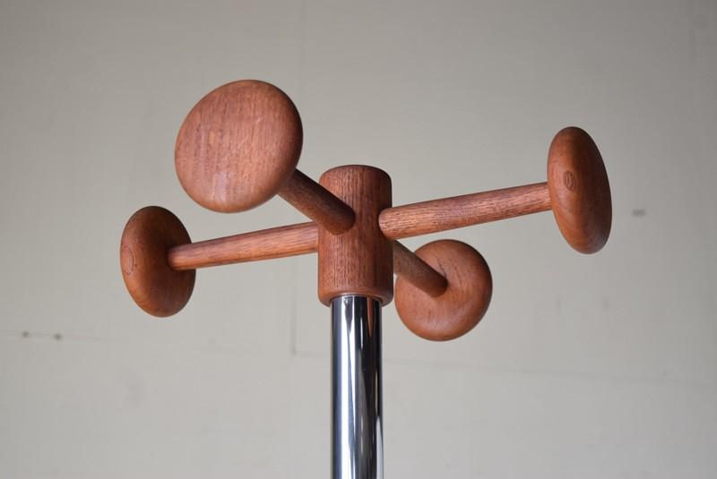 きれいなチーク材のポールハンガー,ヴィンテージ,ポールハンガー,北欧家具,デンマーク,チーク材,傘立て,金属