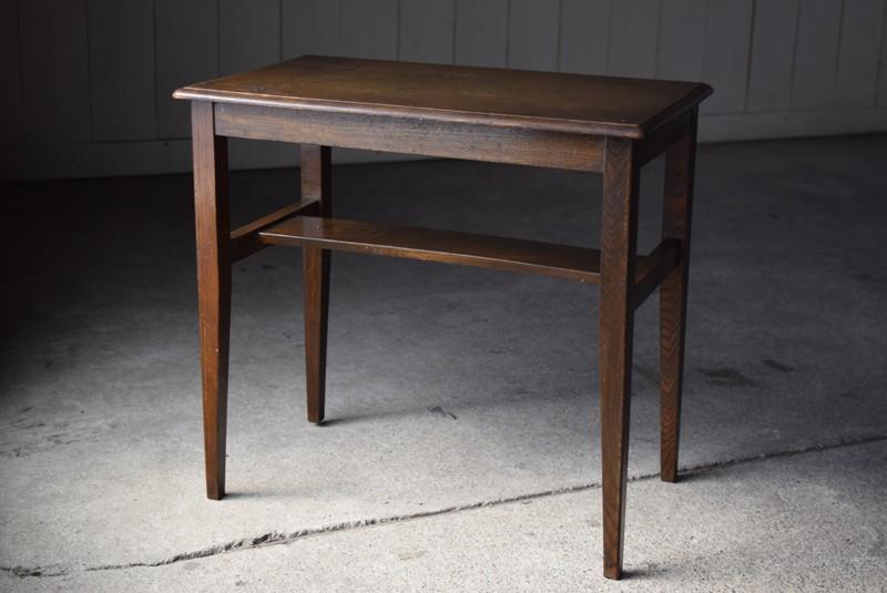 雰囲気ある佇まい,アンティーク,ヴィンテージ,サイドテーブル,ローテーブル,ナイトテーブル,こげ茶,深い色味