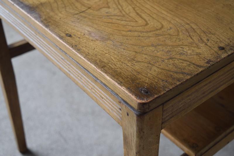 角の状態,アンティーク,ヴィンテージ,サイドテーブル,ローテーブル,台,キッチンラック,明るい色味,ナチュラル