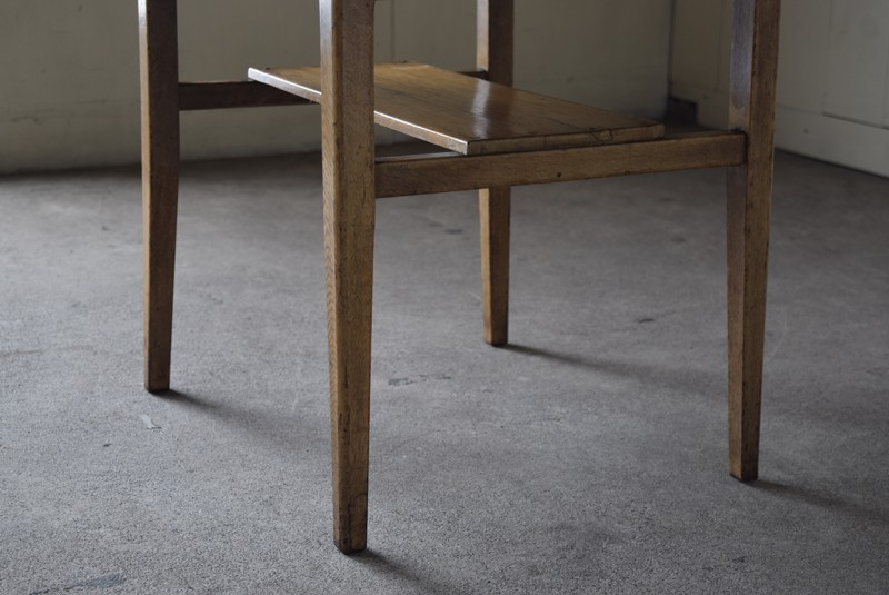 しっかりした造りながら脚元は軽やか,アンティーク,ヴィンテージ,サイドテーブル,ローテーブル,台,キッチンラック,明るい色味,ナチュラル