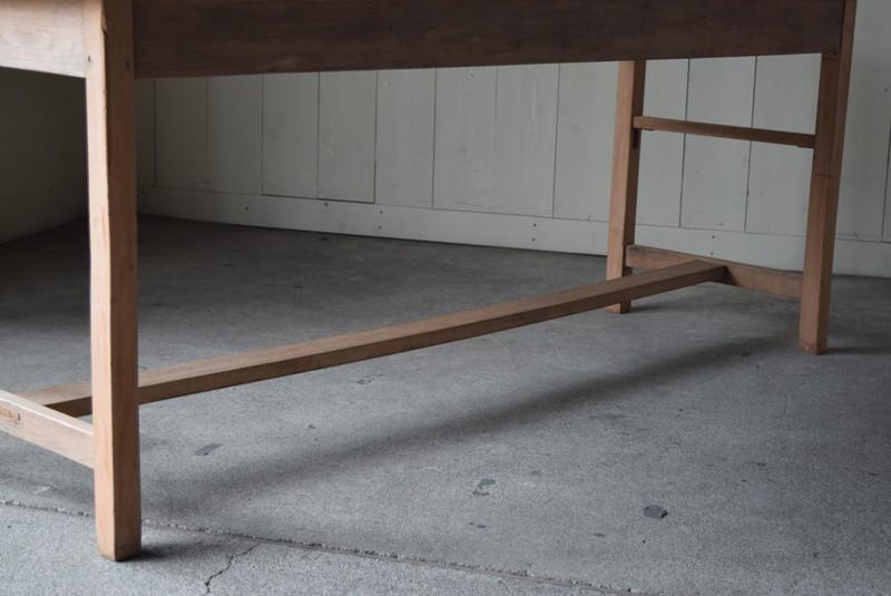 脚元,アンティーク,テーブル,陳列台,作業台,カウンター,長テーブル,ワークテーブル,無垢材