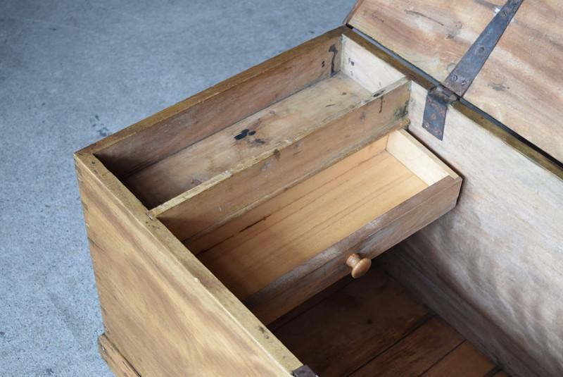 内部には小さい引き出しが,イギリス,アンティーク,トランク,木製,船トランク,収納,ローテーブル,ディスプレイ