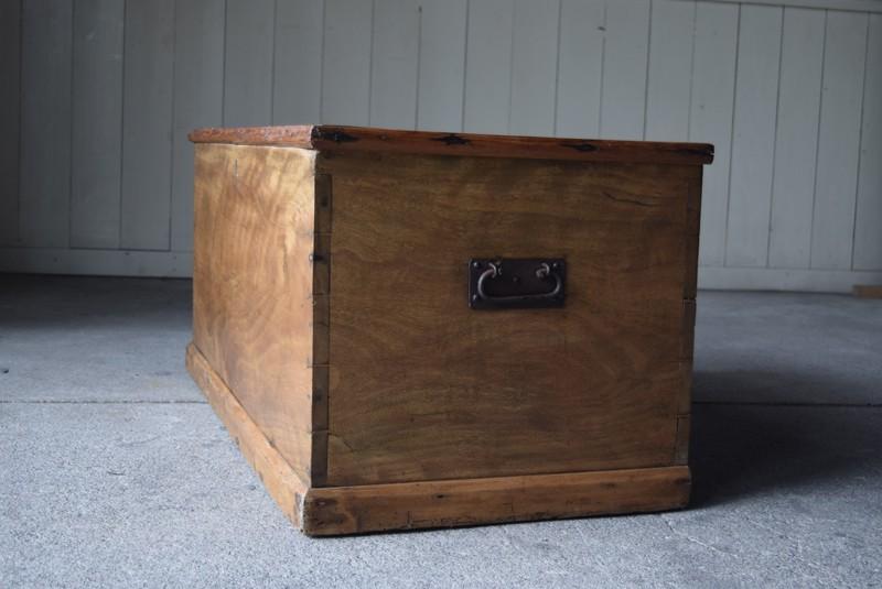 金具も手づくり,イギリス,アンティーク,トランク,木製,船トランク,収納,ローテーブル,ディスプレイ