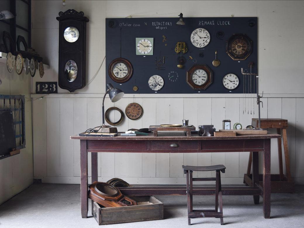 空間演出,時計リメイク,アンティーク時計,時計展,作業台,作業台テーブル,照明,工房