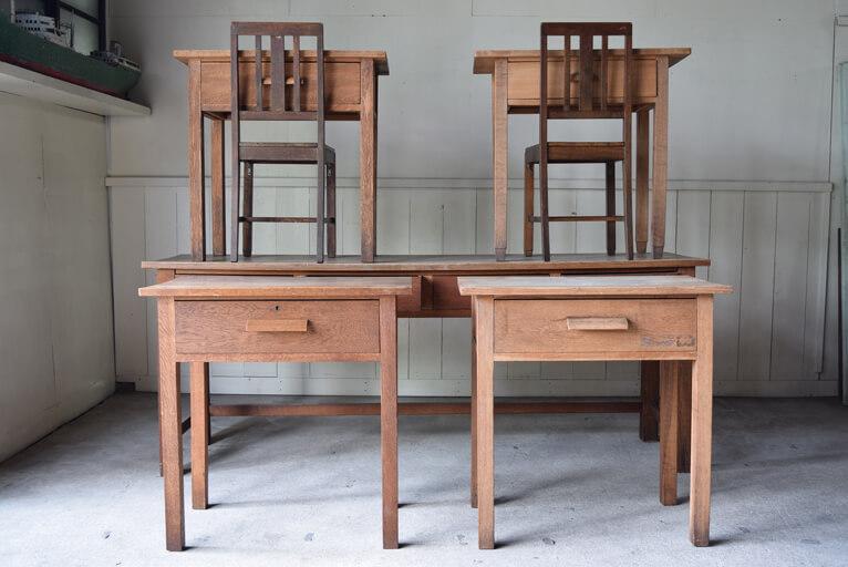 日本製の古いシェーカースタイルの家具は昔の修道院から