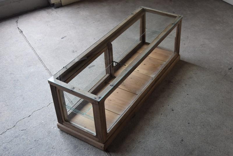 ガラスケース 陳列棚 陳列台 収納 ギャラリー アトリエ,アンティーク 楢材 木肌のきれいな卓上横長ガラスショーケース