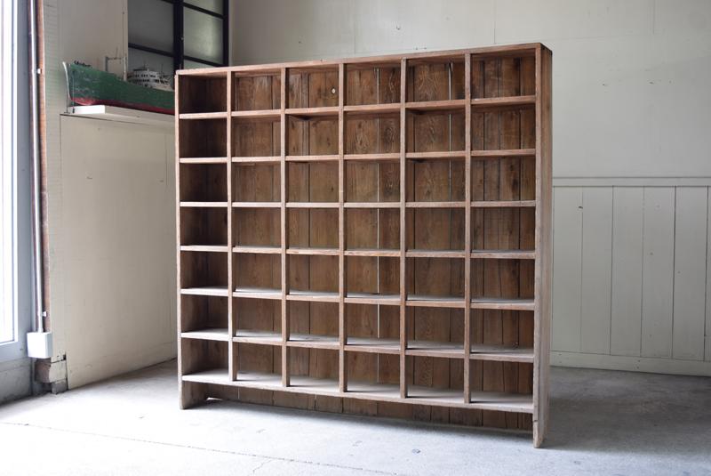 アンティーク 薄型 42升 古い木味のマス目陳列棚/収納 什器 シェルフ