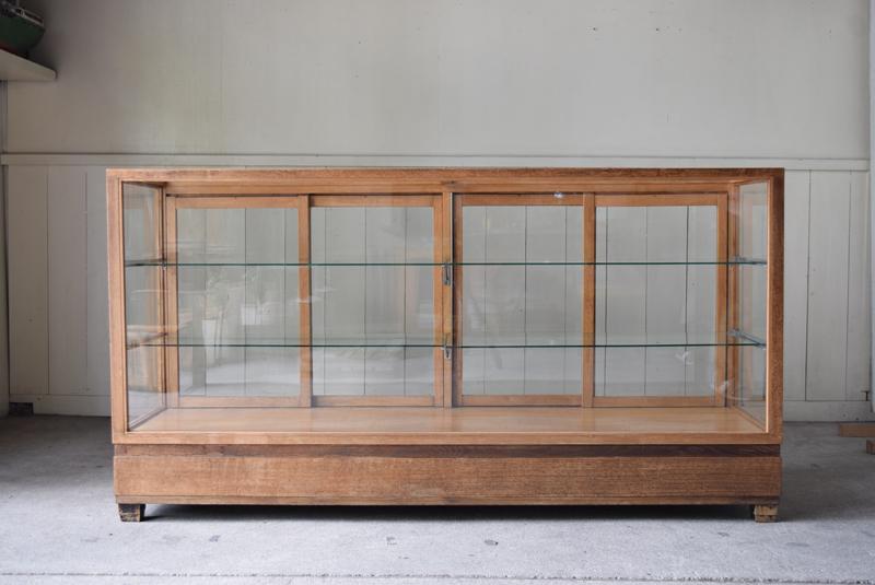 コレクションケースや食器棚、カウンターなどとしてご使用できます。