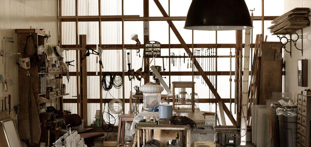 毎日アンティークや古道具、リメイクなどの仕事をアトリエでしています。