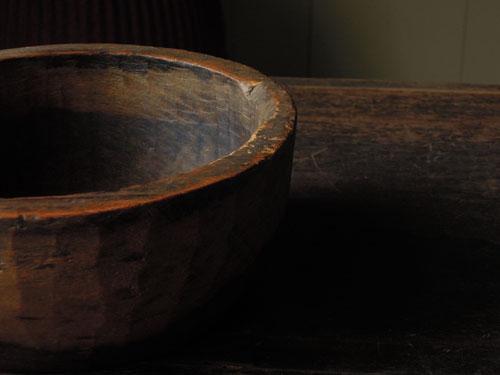 経年変化して良い雰囲気に,アンティーク,器,ボウル,木製,刳り貫き,こね鉢,プリミティブ,ディスプレイ,ショップ