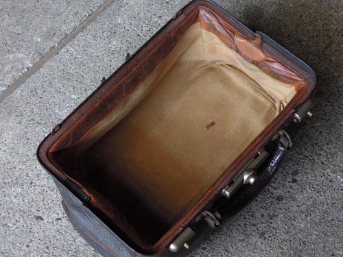 内部,アンティーク,カバン,レザーバッグ,ドクターズバッグ,鞄,ショップ,ディスプレイ,古道具,雑貨