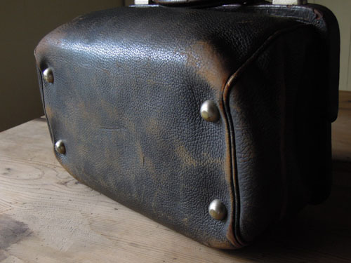 裏側,アンティーク,カバン,レザーバッグ,ドクターズバッグ,鞄,ショップ,ディスプレイ,古道具,雑貨