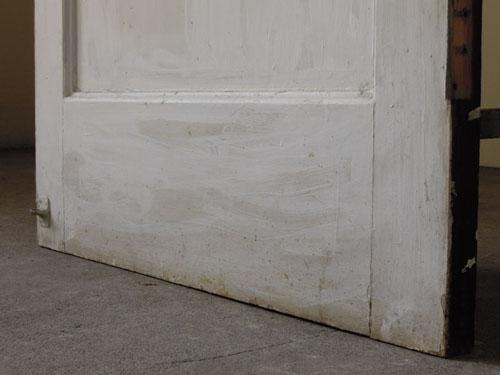 脚元,アンティーク,ヴィンテージ,ドア,木製ドア,白,ペイント,こげ茶,ガラス窓