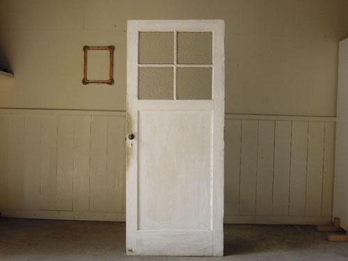 明るめの白いペイントドア,アンティーク,ヴィンテージ,ドア,木製ドア,白,ペイント,こげ茶,ガラス窓