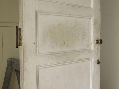 経年変化の跡や刷毛ムラもいい風合いに,アンティーク,ヴィンテージ,建具,ドア,玄関ドア,白,ペイント,イギリス,オーク材