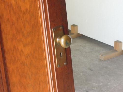 経年変化して魅力を増したドアノブ,アンティーク,ヴィンテージ,建具,ドア,木製,玄関ドア,モールガラス