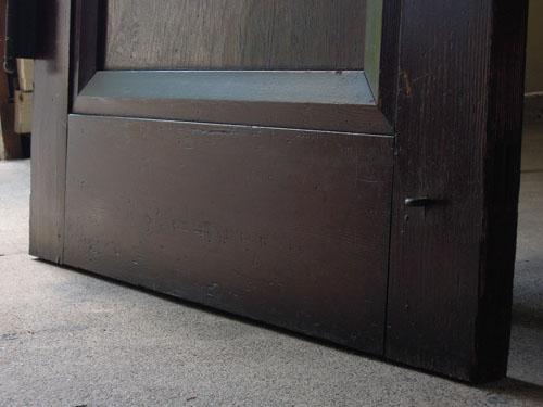 脚元,アンティーク,ヴィンテージ,ドア,玄関ドア,白,ペイント,イギリス,オーク材