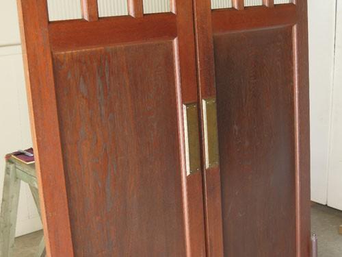 重厚でありながら程良い明るさ,アンティーク,ヴィンテージ,建具,木製,観音開き扉,両開き戸