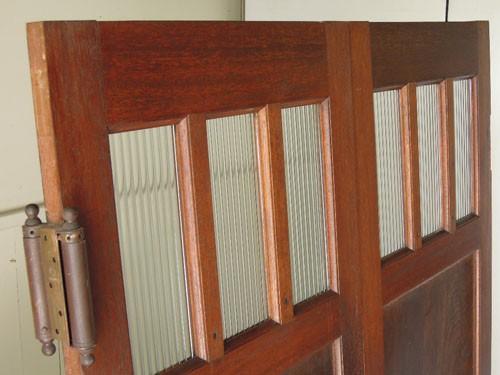 モールガラスの小窓が並ぶ,アンティーク,ヴィンテージ,建具,木製,観音開き扉,両開き戸