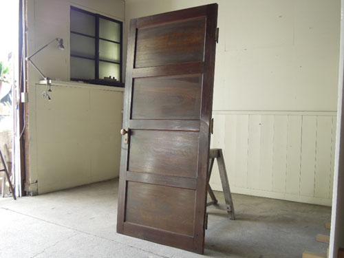 アンティーク,建具,ドア,洋館,木製,ドアノブ,鍵付き,書斎,アトリエ,重厚