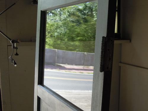 ガラスもきれいな状態,アンティーク,ドア,木製,建具,ペイント,ブルーグレー,アトリエ,小屋