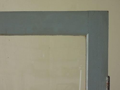 角もいい状態,アンティーク,ドア,木製,建具,ペイント,ブルーグレー,アトリエ,小屋