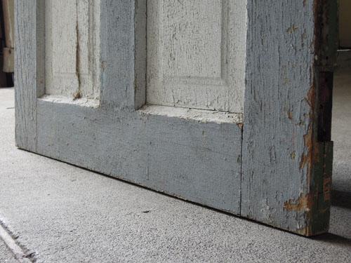 ペイント面の脚元,アンティーク,ヴィンテージ,ドア,建具,ペイント,白,店舗,ディスプレイ