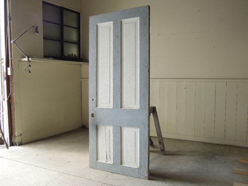 アンティーク,ヴィンテージ,ドア,建具,扉,ペイント,白,ブルーグレー,店舗,ディスプレイ