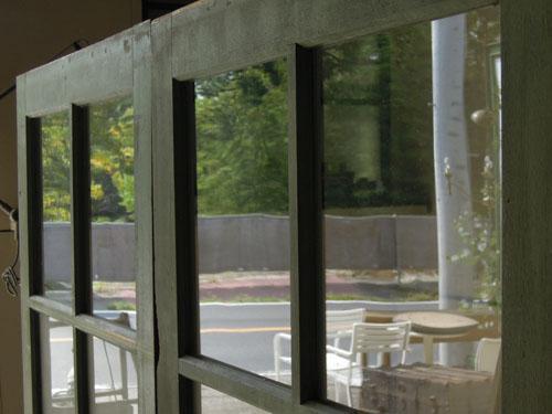 きれいなガラス面,アンティーク,ドア,建具,引戸,ペイント,ペールグリーン,リノベーション,店舗
