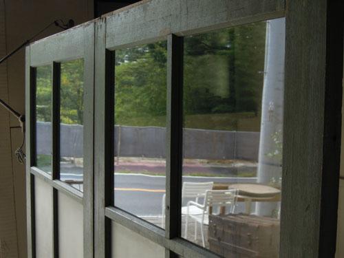 曇りがかったガラスとクリアガラスのコンビ,アンティーク,ドア,建具,引戸,ペイント,ペールグリーン,リノベーション,店舗