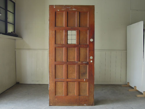 逆側は木味のブラウン,アンティーク,ドア,建具,木製,ステンドグラス,格子,ペイント,白,リノベーション
