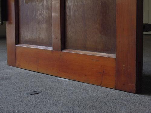 脚元の状態,アンティーク,ドア,建具,木製,リノベーション,DIY