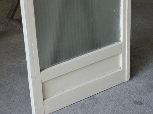 味のあるホワイトペイント,アンティーク,ドア,建具,木製,ペイント,白,リノベーション,ガラス戸