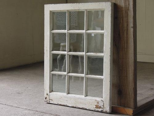 アンティーク,窓,建具,木製,格子,ペイント,白,リノベーション,DIY