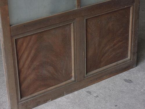 鏡板にはケヤキ材を使用,アンティーク,ドア,建具,ペイント,白,茶,リノベーション,店舗