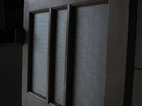 角度によって表情を変えるガラス,アンティーク,ドア,片開き戸,ペイント,白,建具,リノベーション,店舗