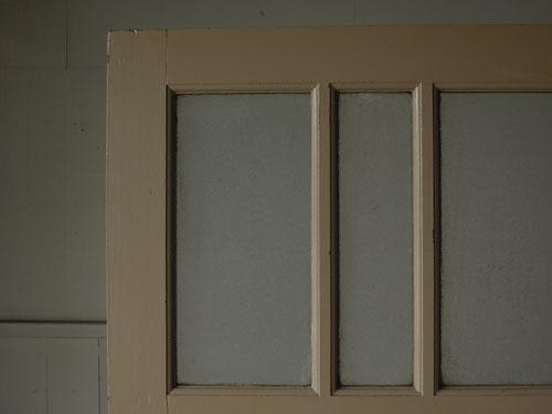 雰囲気あるガラスと木部,アンティーク,ドア,片開き戸,ペイント,白,建具,リノベーション,店舗