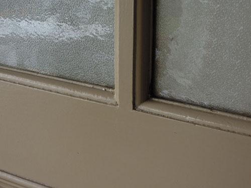 ガラスとペイントの質感,アンティーク,ドア,片開き戸,ペイント,白,建具,リノベーション,店舗