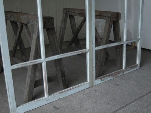 アシンメトリーなデザインが珍しい,アンティーク,窓,引き違い戸,ペイント,ブルーグレー,建具,ガラス戸,リノベーション,店舗