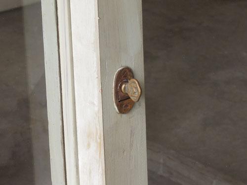 鍵,アンティーク,引き違い戸,ガラス戸,引戸,建具,ペイント,リノベーション,店舗,間仕切り