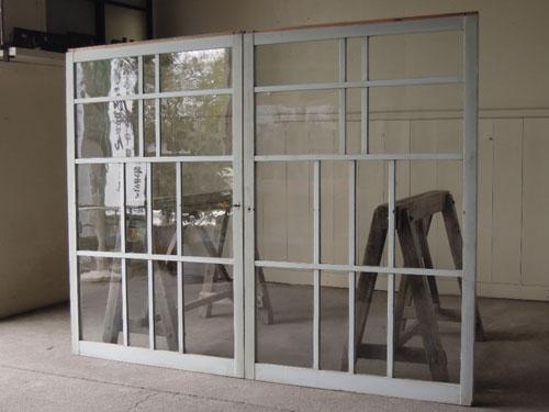 嵌め殺し窓やパーテーションとしても,アンティーク,引き違い戸,ガラス戸,引戸,建具,ペイント,リノベーション,店舗,間仕切り