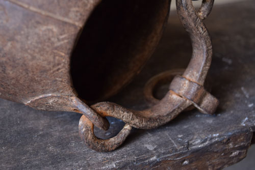 持ち手部分もすべて鉄製,アンティーク,鉄器,釣瓶,装飾,インド,ディスプレイ,コレクション,古道具,