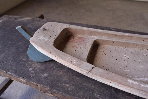 本体のペイントは剥がれてアンティークらしい風合いに,アンティーク,船,玩具,フランス,おもちゃ,木製,ブロカント,蚤の市