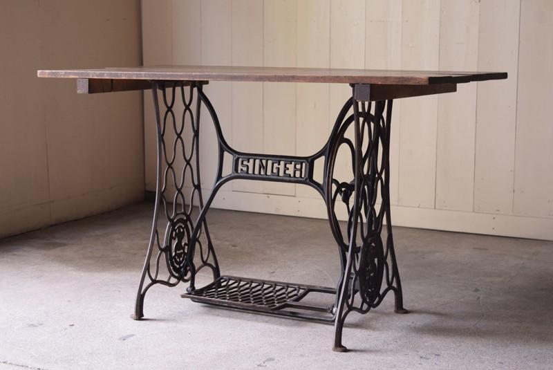 アンティーク,ヴィンテージ,鉄脚テーブル,ミシン脚、足踏みミシン,作業台,アトリエ,リファクトリー