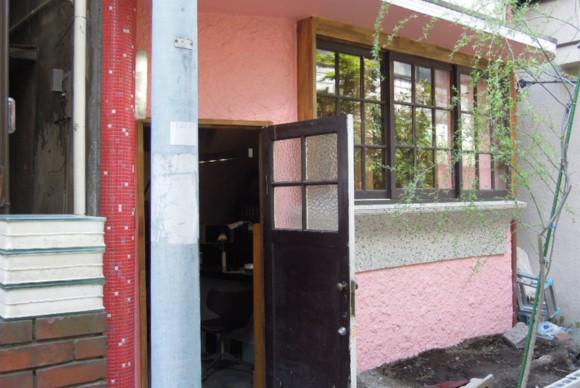 古い物件スナック跡を住まい兼アトリエにリノベーション。
