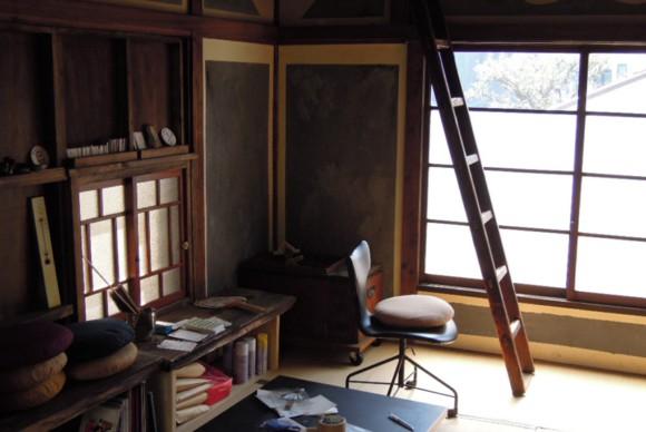 調度品なども古道具や昭和初期から中期にかけての暮らしを彩る家具で揃える。