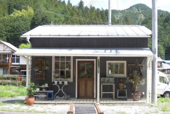 gachirin,飯能,名栗,カフェ,喫茶,cafe,入り口,アンティーク,平屋,フラットハウス,観葉植物,シャビー,ガーデニング