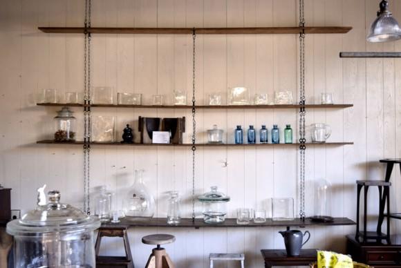 趣ある歪みや気泡は うつわや花器、保存ビンなどとして 暮らしのシーンに彩を添えてくれます